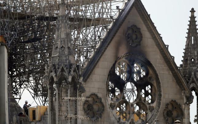 Việc cải tạo nhà thờ Đức Bà Paris có thể tốn 3,3 tỷ USD - Ảnh 2.
