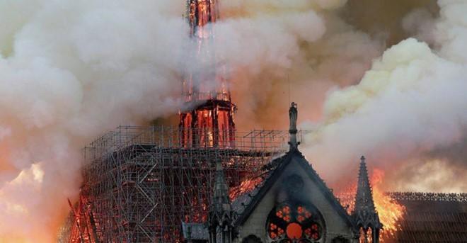 Việc cải tạo nhà thờ Đức Bà Paris có thể tốn 3,3 tỷ USD - Ảnh 3.