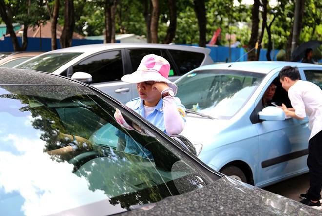 Thất thoát hơn 80%, TP.HCM đổi lực lượng thu phí đậu xe dưới lòng đường - Ảnh 1.