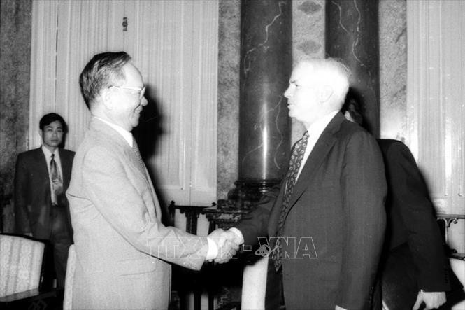 Một số hình ảnh đối nội, đối ngoại của nguyên Chủ tịch nước Lê Đức Anh - Ảnh 1.
