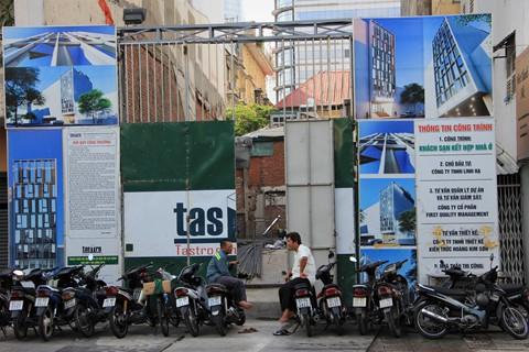 Metro Sài Gòn dừng thi công hơn 2 tuần vì xây khách sạn gây sụt lún - Ảnh 1.