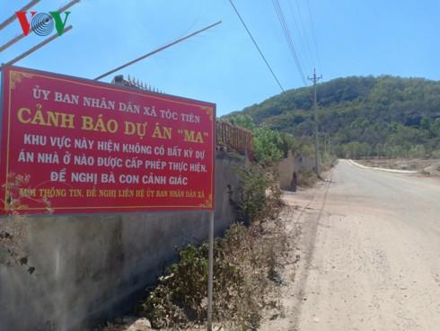 Chính quyền treo biển cảnh báo người dân về dự án bất động sản ma - Ảnh 1.