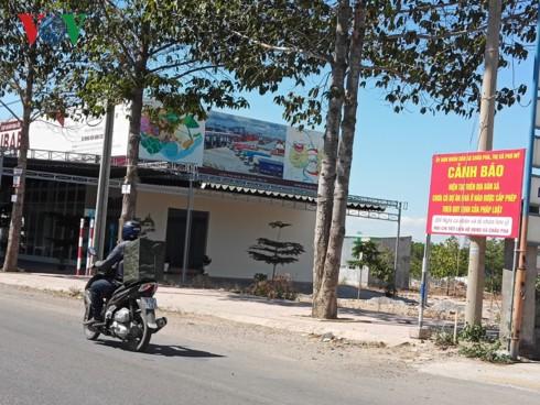Chính quyền treo biển cảnh báo người dân về dự án bất động sản ma - Ảnh 2.