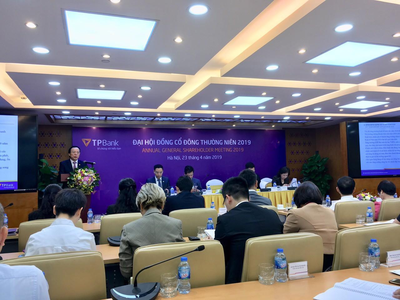 ĐHĐCĐ TPBank: Phát hành riêng lẻ 100 triệu cp, tăng vốn điều lệ lên 10.000 tỉ đồng - Ảnh 1.