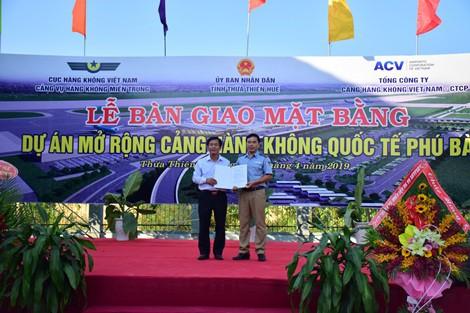 Thừa Thiên Huế bàn giao mặt bằng dự án mở rộng sân bay quốc tế Phú Bài 2.200 tỉ đồng - Ảnh 1.