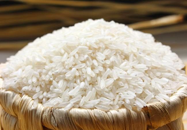 Giá gạo xuất khẩu Việt Nam tăng lần đầu tiên sau 6 tuần - Ảnh 1.