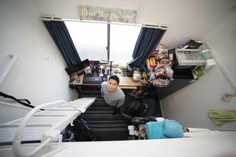 Giới trẻ Tokyo xoay xở thế nào khi ở phòng siêu nhỏ 'khó duỗi chân? - Ảnh 1.