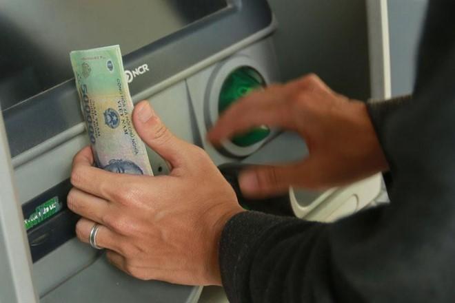 Hàng loạt ngân hàng cảnh báo tội phạm thẻ, ATM dịp nghỉ lễ - Ảnh 1.