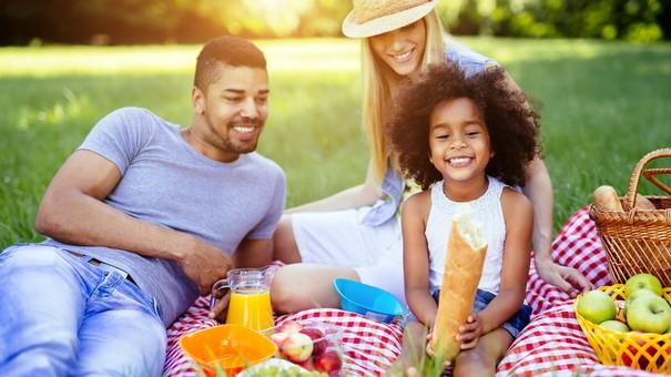 8 hoạt động du lịch và nghỉ dưỡng tiết kiệm cho hè 2019 - Ảnh 1.