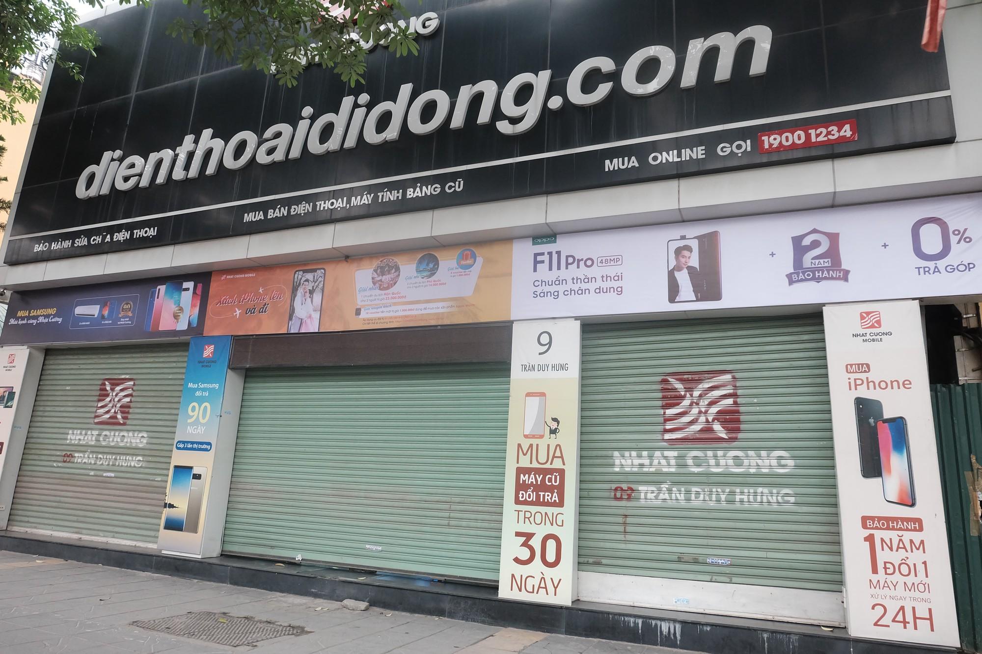 Loạt cửa hàng Nhật Cường Mobile tiếp tục đóng cửa sau khi bị khám xét, khách đến đòi máy trong vô vọng - Ảnh 5.