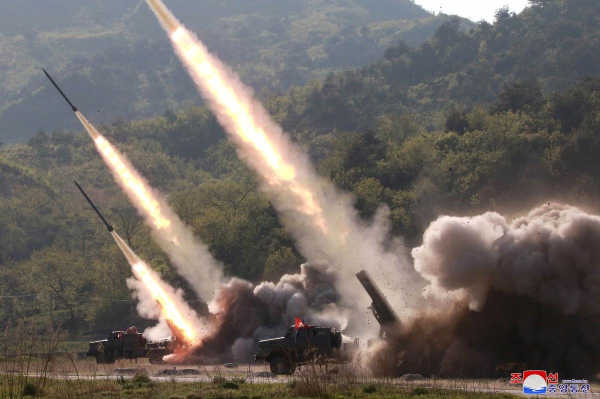 Bộ Quốc phòng Mỹ xác nhận Triều Tiên phóng nhiều tên lửa đạn đạo - Ảnh 1.