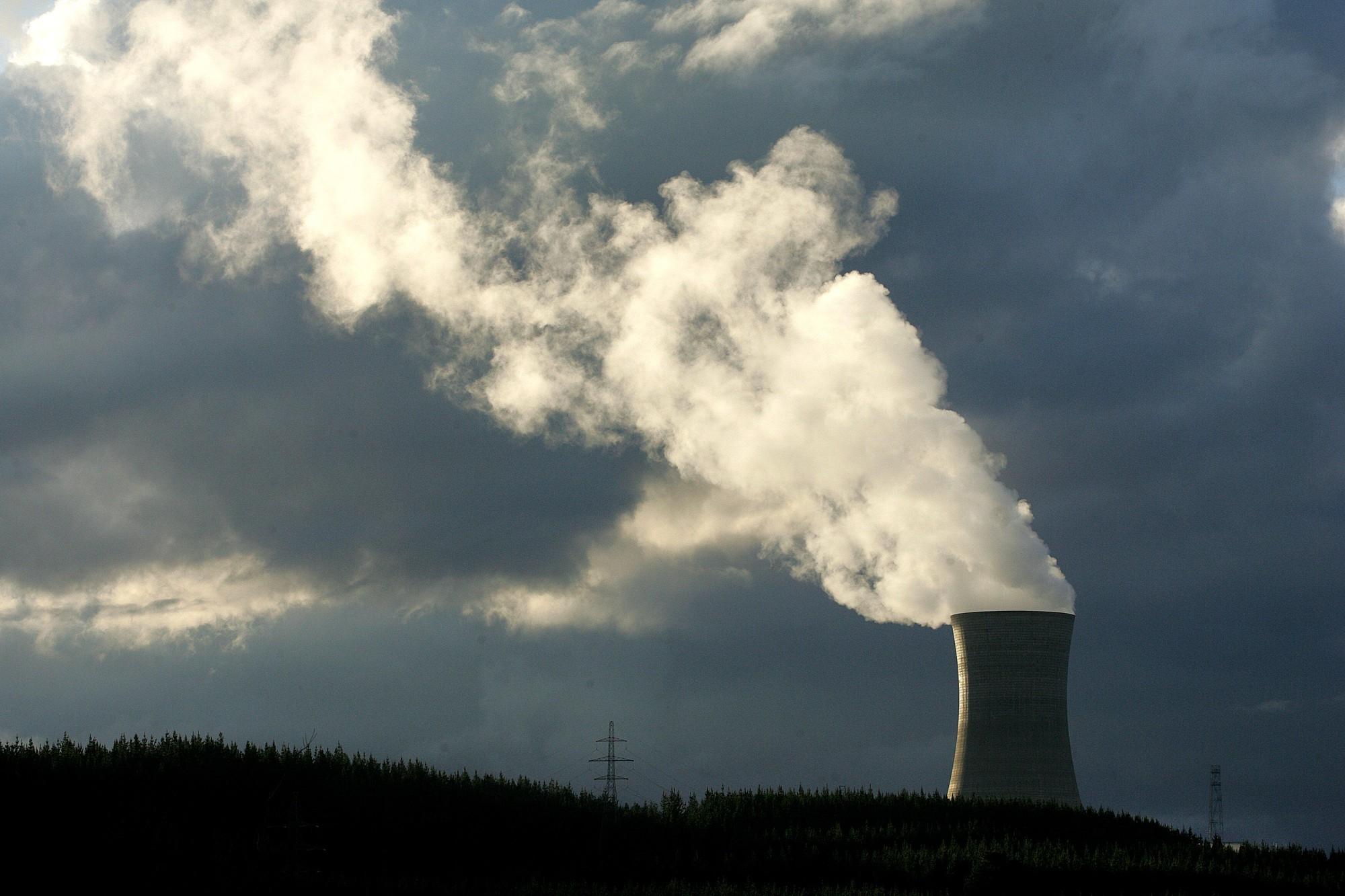 Ngàn tỉ USD của giới đầu tư có thể bốc hơi vì biến đổi khí hậu - Ảnh 1.