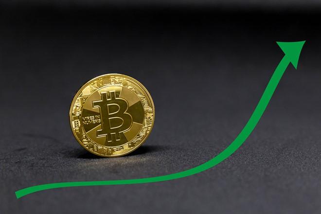 Vì sao bitcoin tăng giá đến gần 7.000 USD? - Ảnh 1.