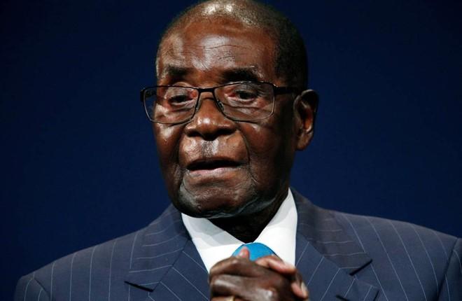 Từng có 1 tỉ USD, cựu tổng thống Zimbabwe phải bán xe sang vì khó khăn - Ảnh 1.