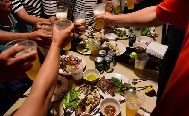 Lượng tiêu thụ đồ uống có cồn tại Việt Nam tăng nhanh nhất thế giới - Ảnh 1.