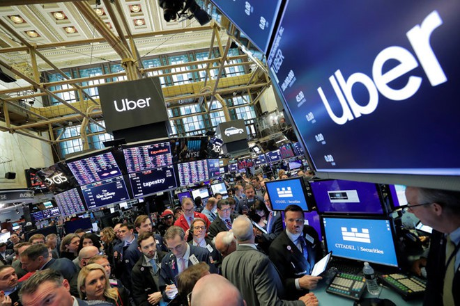 Uber lao dốc thảm ngày đầu lên sàn chứng khoán - Ảnh 1.