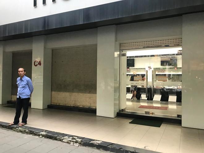 Nhật Cường Mobile mở cửa trở lại để bảo hành máy - Ảnh 1.