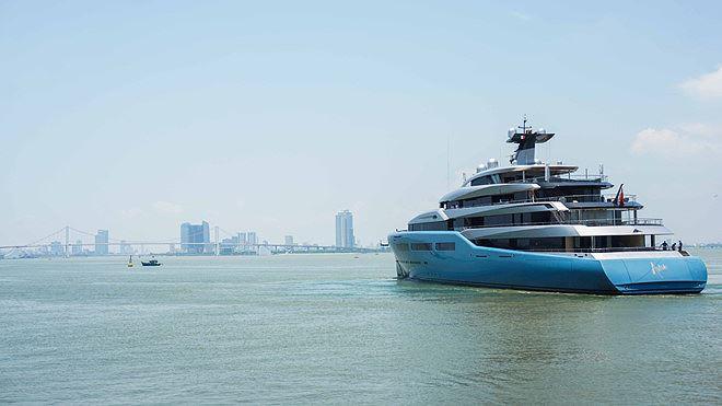 Bất ngờ siêu du thuyền của tỉ phú Anh đến Đà Nẵng - Ảnh 1.