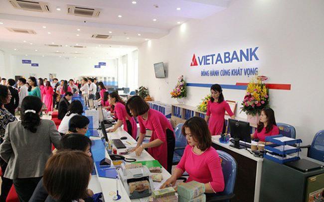 Tổng tài sản VietABank bất ngờ giảm gần 10.000 tỉ đồng, lãi ròng vỏn vẹn hơn 23 tỉ trong quí I - Ảnh 1.