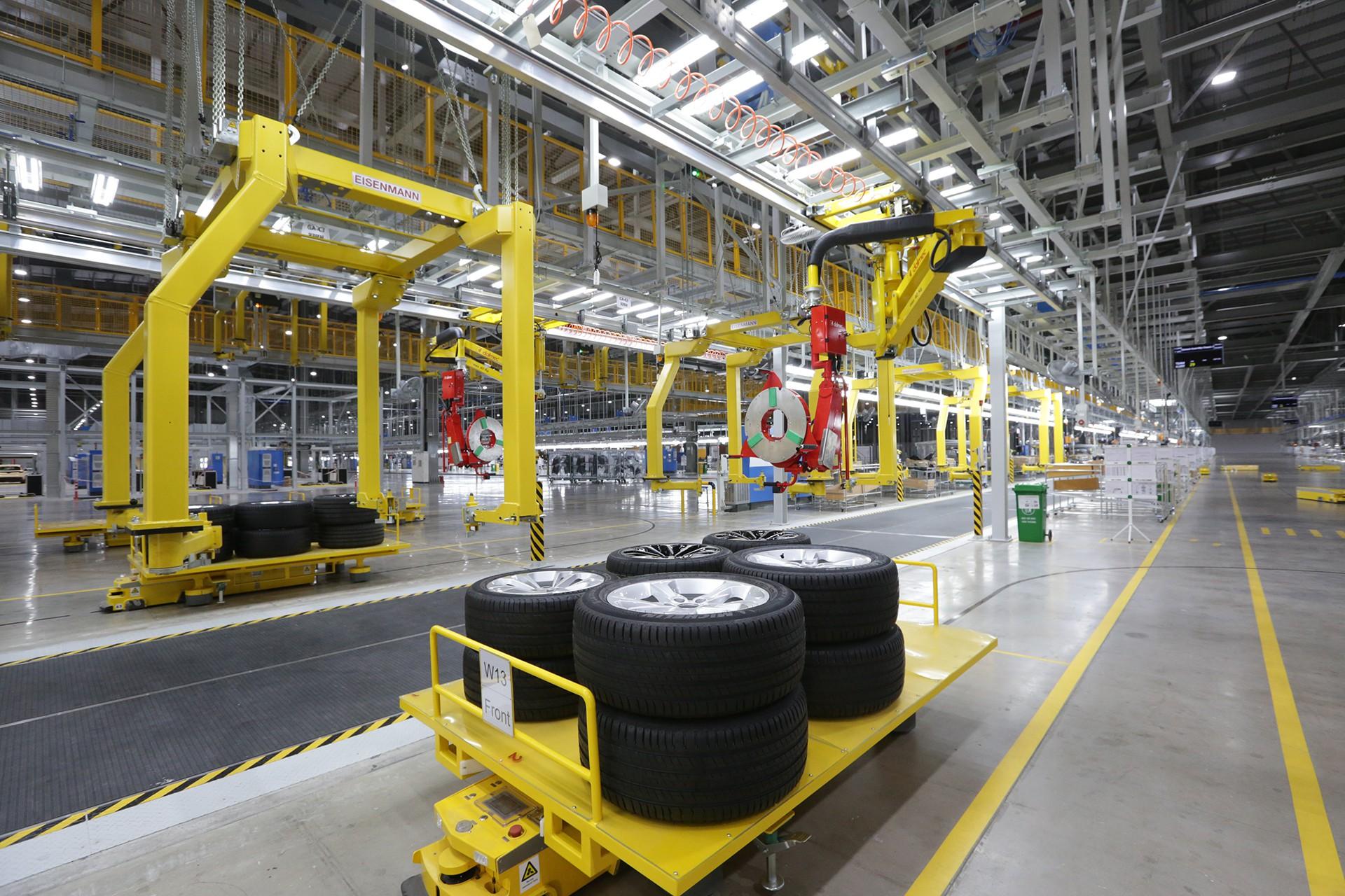 [Ảnh] Cận cảnh nhà máy sản xuất ô tô VinFast 1 tháng trước ngày khai trương - Ảnh 13.