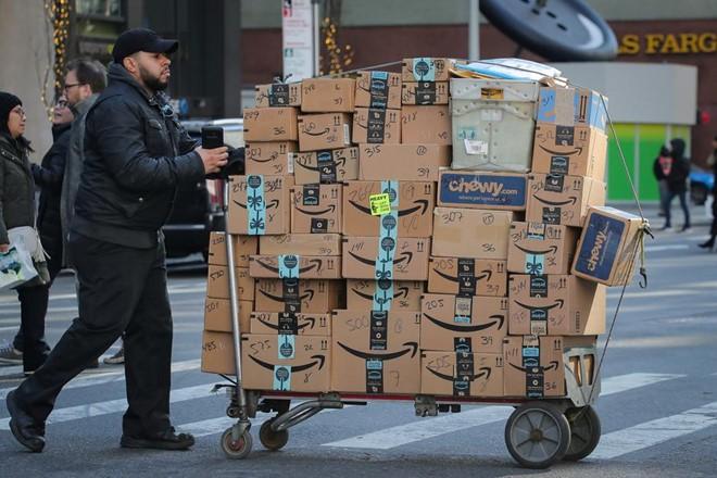 Amazon trả nhân viên 10.000 USD và 3 tháng lương để mở công ty riêng - Ảnh 1.