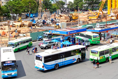 Xe buýt Sài Gòn ế vì xe ôm công nghệ - Ảnh 1.