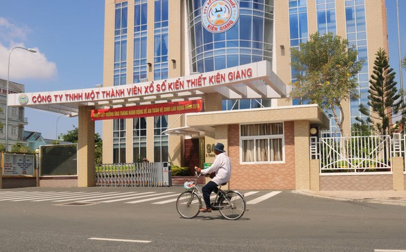 Cán bộ ở Kiên Giang đi Canada và Mỹ học kinh nghiệm xổ số rồi... nghỉ hưu - Ảnh 1.