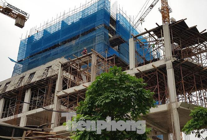 Vụ nhà dân nứt toác: Cao ốc 17 tầng xây sắp xong vẫn chưa nghiệm thu phần móng - Ảnh 1.