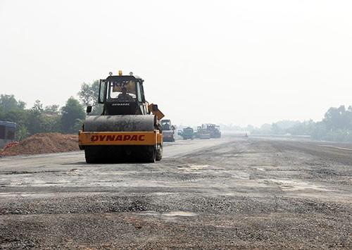 Lo hết hạn vay vốn tại ADB, cao tốc Bến Lức - Long Thành phải xong GPMB trước 1/6 - Ảnh 1.