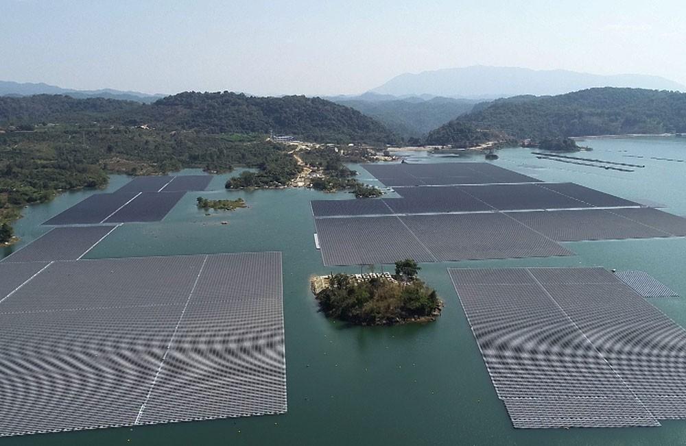 Dự án điện mặt trời gần 1.500 tỉ đồng nổi trên hồ Đa Mi sẽ cung cấp 70 triệu kWh/năm - Ảnh 1.