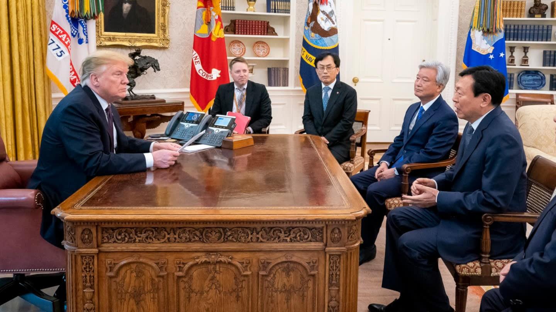 Giữa căng thẳng thương mại với Trung Quốc, ông Trump đón nhận 840 triệu USD từ Tập đoàn Lotte - Ảnh 1.