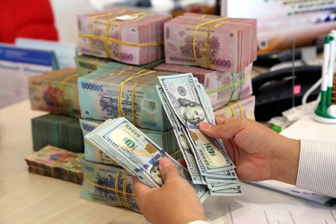 USD tự do giảm giá mạnh trước tin 1 tỉ USD sắp về - Ảnh 1.