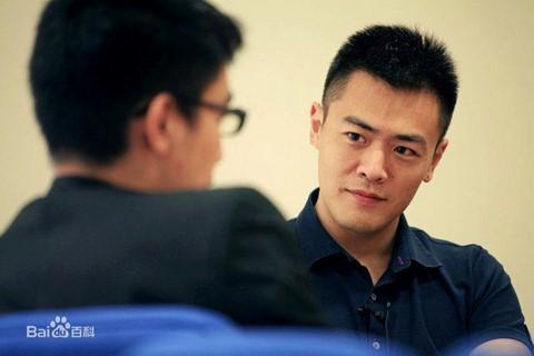Lưu Minh Vỹ - con trai tỷ phú USD vẫn đi tàu điện ngầm - Ảnh 1.