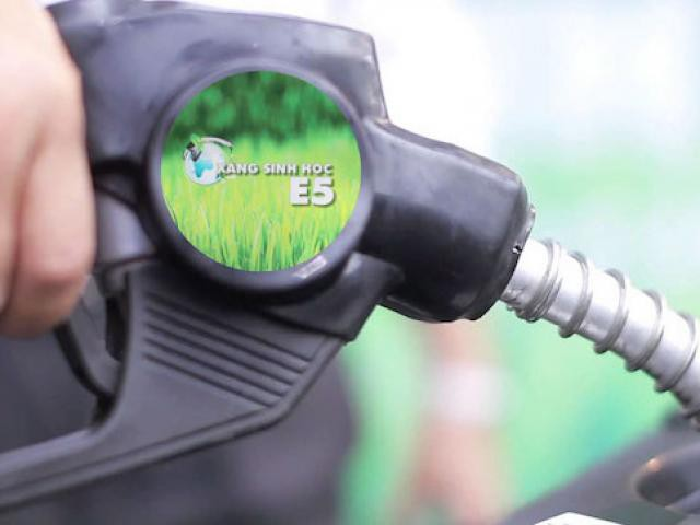 Bộ Công Thương đề xuất giảm thuế BVMT với xăng E5 còn 75 - 80% mức của xăng khoáng - Ảnh 1.