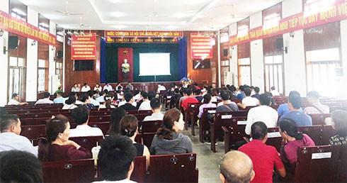 Phiên đấu giá đất ở Vạn Ninh: Đa số người mua đến từ Hà Nội - Ảnh 1.