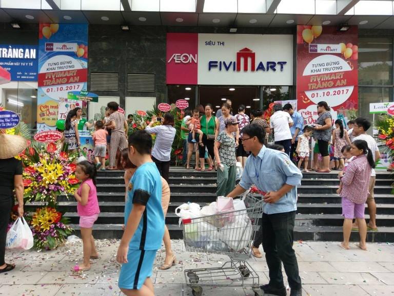 Những chuỗi siêu thị phải bán mình trong cuộc chiến bán lẻ khốc liệt - Ảnh 3.