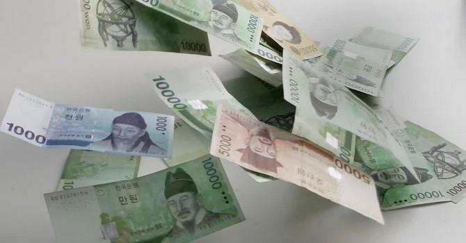 Nhà đầu tư rút tiền, nhiều đồng tiền châu Á sụt giá - Ảnh 1.