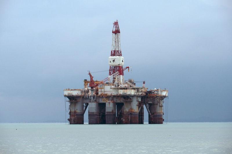 Giá xăng dầu tuần tới: Giá dầu thô tăng mạnh - kết quả của cuộc chiến thương mại - Ảnh 1.