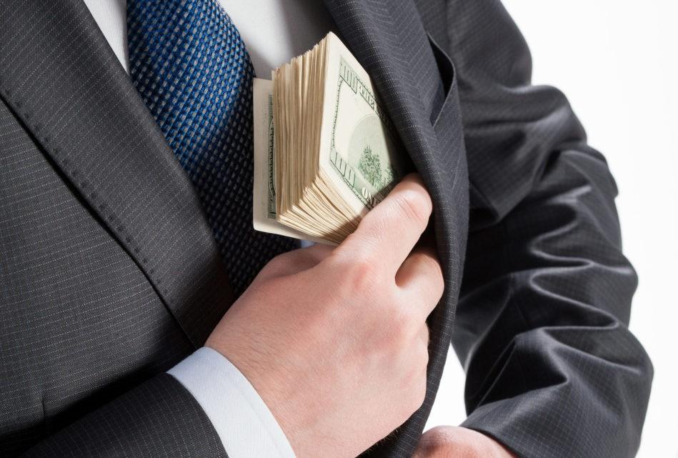 Mất 700.000 USD vì sự gian trá của người đồng sáng lập, doanh nhân lập dịch vụ bảo hiểm tham ô - Ảnh 1.