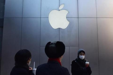 Quằn quại cả năm, Apple cũng dính đòn thù Mỹ - Trung - Ảnh 1.