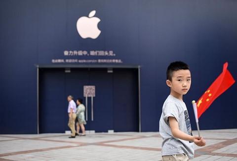 Quằn quại cả năm, Apple cũng dính đòn thù Mỹ - Trung - Ảnh 3.