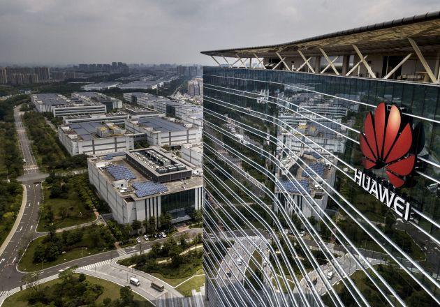 Mỹ nới lỏng lệnh cấm, nhà sáng lập Huawei nói không cần - Ảnh 1.