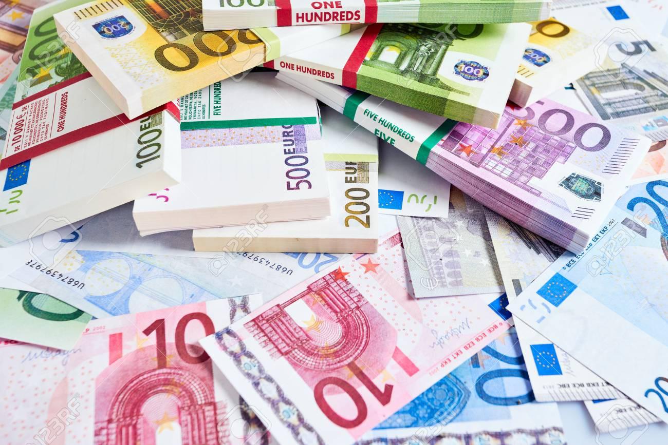 Tỷ giá Euro hôm nay (21/5): Giá mua Euro chợ đen tăng lên 26.100 VND - Ảnh 1.