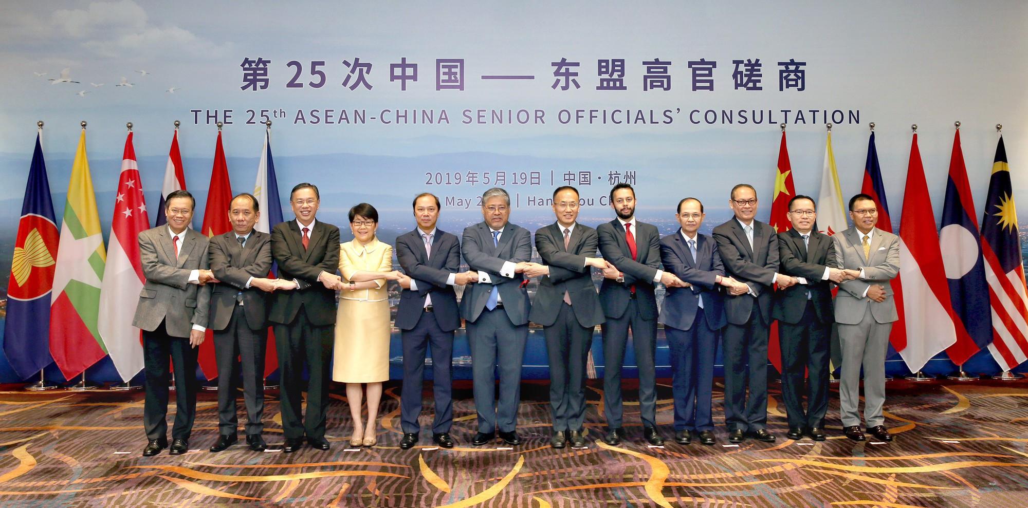 ASEAN-Trung Quốc họp bàn biện pháp thúc đẩy quan hệ - Ảnh 1.