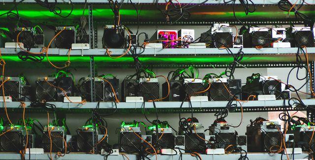 Nhà đầu tư bán gấp trâu cày Bitcoin vì lỗ đậm - Ảnh 1.