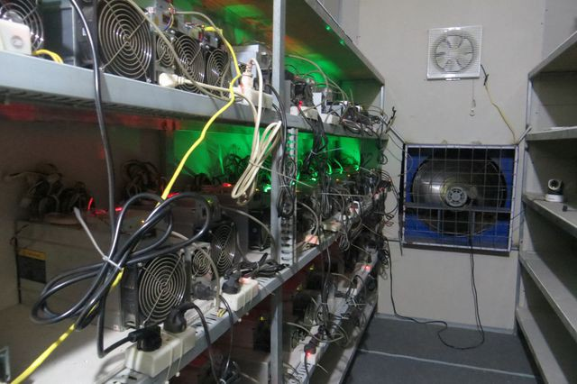 Nhà đầu tư bán gấp trâu cày Bitcoin vì lỗ đậm - Ảnh 2.