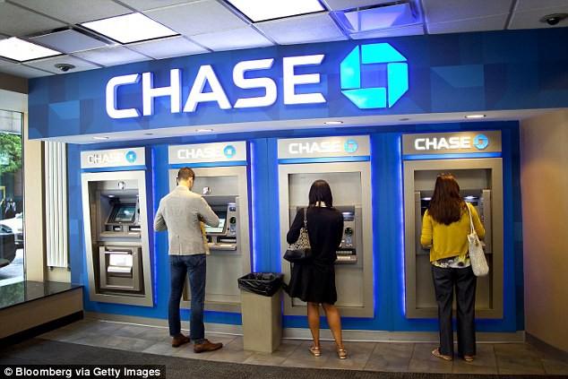 Ngân hàng chuyển sang thanh toán kĩ thuật số, lượng máy ATM trên toàn thế giới tụt dốc thảm  - Ảnh 1.