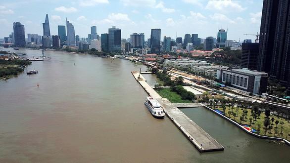 Sập xuống sông hoàn toàn cầu tàu hơn 1.500m2 trong cảng Ba Son - Ảnh 1.