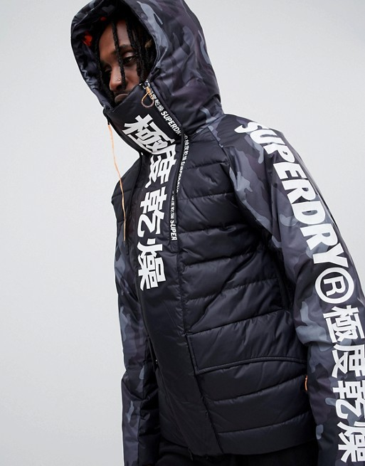 Chỉ nhờ mấy chữ Nhật Bản trên sản phẩm, một thương hiệu thời trang đã thăng hoa một cách đáng kinh ngạc - Ảnh 2.
