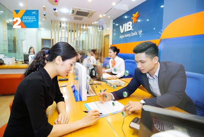 Vợ và con trai Chủ tịch VIB đăng kí bán ra 2,4 triệu cổ phiếu ngân hàng - Ảnh 1.